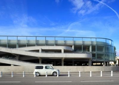 Structures métalliques implantées en façade du parking P6 de l'aéroport Nice Côte d'Azur
